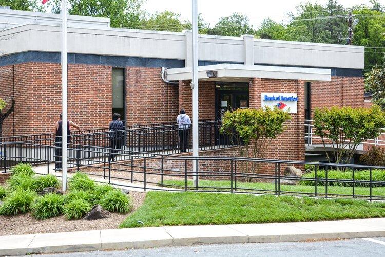 Social distancing at Bank of America at Barracks Road.